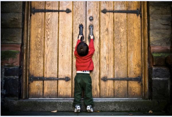 """Un doloroso peregrinar : encontrar escuela para los """"diferentes"""""""